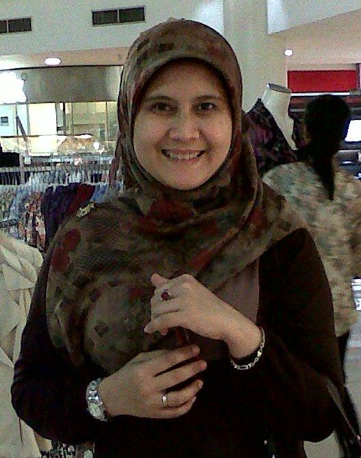 Muthmainnah/ iin (Ibu Mertua yg juga anti SBY. Puji syukur Tuhan atas kebaikannya mempertemukan banyak teman berjuang)