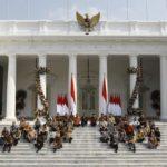 Simbol di Balik Jokowi – Menteri Kabinet Indonesia Maju Lesehan